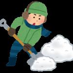 雪かきをするタイミングやおすすめのスコップ、腰を痛めにくいやり方は?